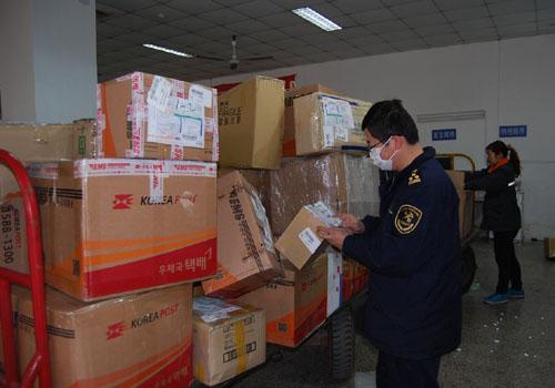 香港進口貨物配合海關查驗