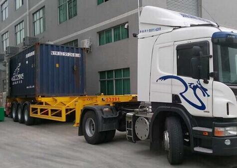 中港運輸車輛將貨物安全運抵工廠