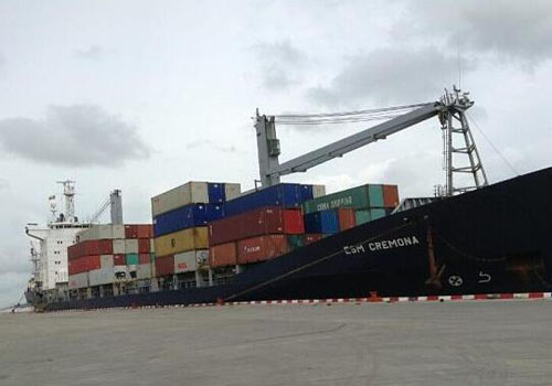 海运集装箱货物码头装卸